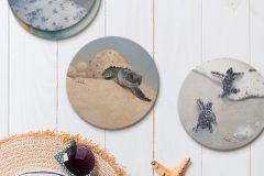 Straw hat, sun glasses and seashells on a white wooden background. top view summer holiday concept with copy space